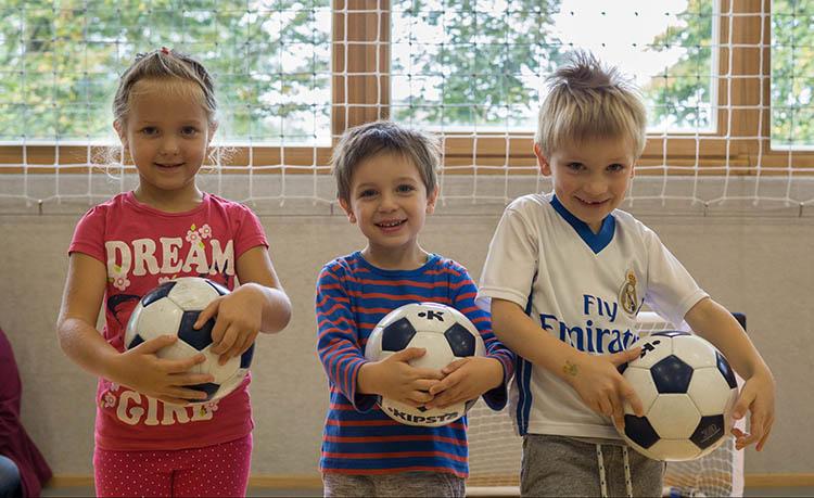 """Nogomet za otroke od 4. do 7. leta oz.""""Nogometne urice""""je program, namenjen najmlajšim navdušencem in navdušenkam nad to najbolj priljubljeno športno panogo na svetu."""